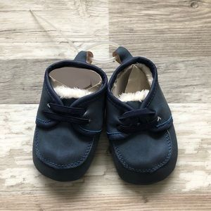 NWOT Infant Faux Sherpa Lined Booties